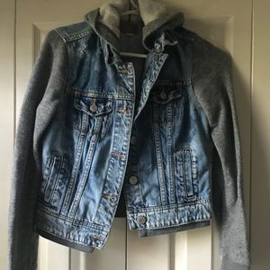 American Eagle 🦅JEAN JACKETS WITH HOODIE
